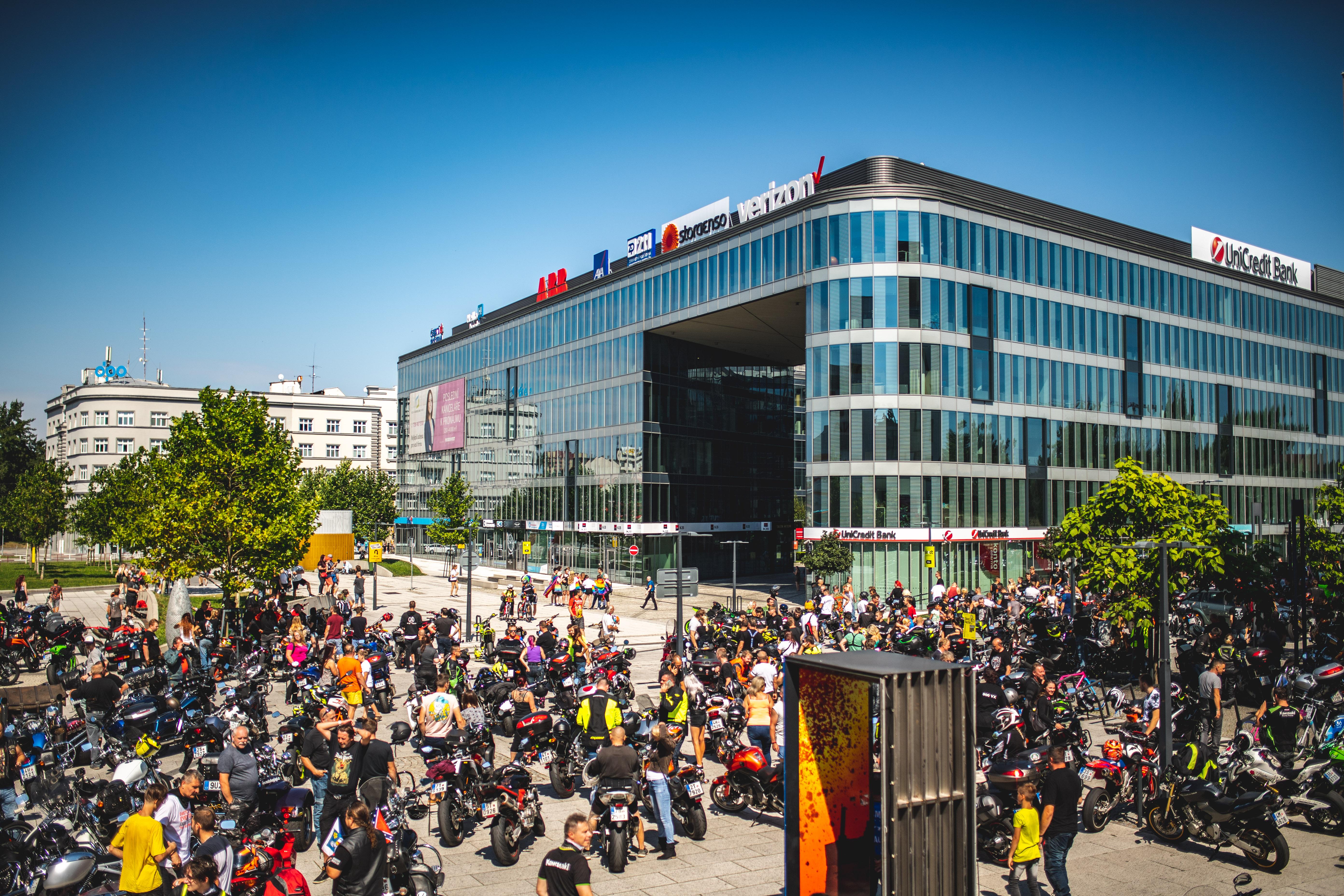 <p>Czech Stunt Days 2021 Fanoušci, přátelé, motorkáři. Jistě jste si všimli, že Czech Stunt Days 2021 přesouváme na dvoudenní událost. Účast jezdců je letos o něco menší, proto jsme se rozhodli akci přesunout na dvoudenní termín. Ti z Vás, kdo nás sledují již několik let, ví, že historicky se CSD […]</p>